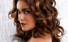 The Benefits of Choosing a Professional Hairstylist to Get Hair Salon Styles